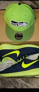 Nike Roshes, sz 10, With matching New Era snapback
